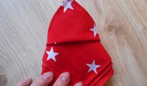 KROK VIII - Ponowne odwrócenie serwetki świątecznej